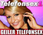 Frau am Telefonhörer